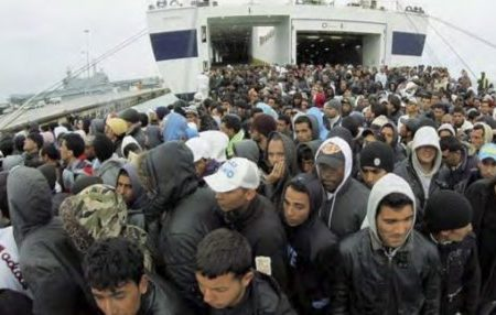 """""""Immigrati clandestini"""" salvatevi dagli itali(di)oti e da Salvini."""